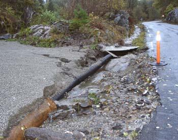 Valleveien i Bamble har fått hard medfart.