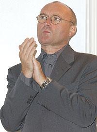 Phil Collins - snart døv? Foto: Robert Mora / Getty Images.