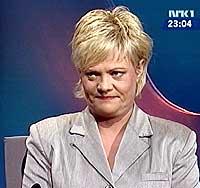SV-leder Kristin Halvorsen mener Krohn Devold skyver ansvaret nedover i Forsvaret. (Foto: NRK)