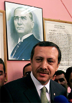 Recep Tayyip Erdogan blir truleg ny tyrkisk statsminister. (Foto: Fatih Saribas, Reuters-Scanpix)