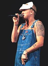 Eminem har tatt på seg spanderbuksene. Foto: George DeSota / Newsmakers.