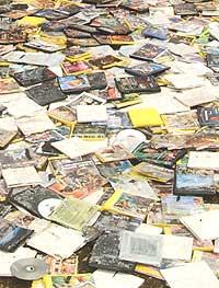 Salget av cd-plater på nettet synker. Gabriel Mistral / Getty Images.