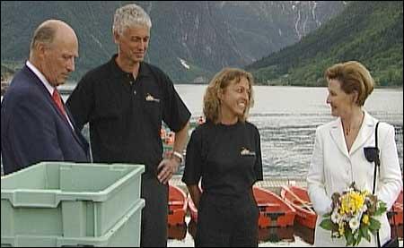 Kongen og dronninga vitja Sognefjord Akvarium under kongeferda i Sogn sommaren 2002.