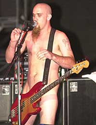 Nick Oliveri i Queens of the Stone Age. Foto: Promo.