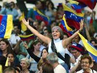 Tilhengere av opposisjonele offiserer protesterer mot Chavez i Caracas 29.oktober. (Foto: Kimberly White, Reuters)