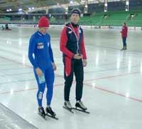 Allerede før løpet kunne de se ut til at trener Jan de Kok håpet på hjelp fra høyere makter. (Foto: Kristian Elster)