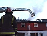 Fire personer ble evakuert etter at det begynte å brenne. Foto: Børge Solem.