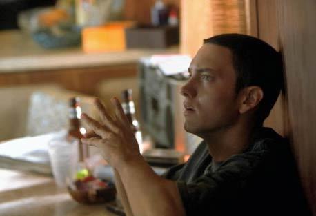 """Eminem som rapperen Jimmy Smith jr. i sin debutfilm """"8 Mile"""". Etter Jennifer Lopez er han den andre artisten i historien som topper den amerikanske album- og filmlista samtidig. Foto: UIP/SCANPIX"""