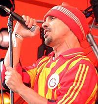 Manu Chao lar sine bandmedlemmer beholde sitt engasjement. Foto: Jørn Gjersøe, NRK.