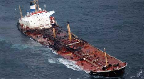 Rundt 5.000 tonn olje har lekket ut av
