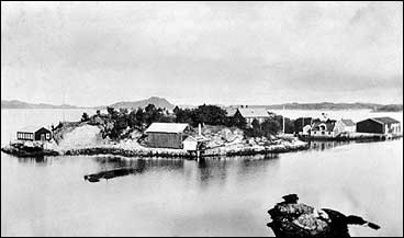 Skjerjehamn i 1930. Då var den store epoken for øya over. © Fylkesarkivet.