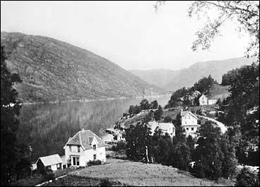 Dalsøyra på 1930-talet. Vegen mellom Dalsøyra og Dalsbygda vart opna i 1926. (Foto © Fylkesarkivet)