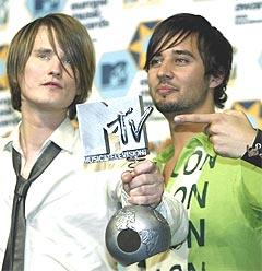 Torsdag kveld vant elektronika-duoen Röyksopp prisen for beste video under MTV Europe Music Awards. Foto: REUTERS / Gustau Nacarino.