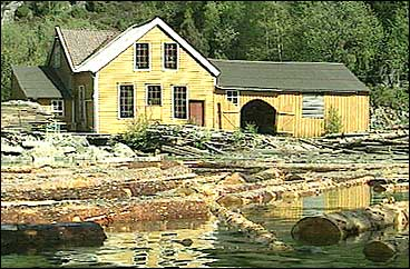 Treskofabrikken i Sellevåg. (Foto: NRK)