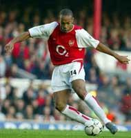 Thierry Henry løp fra egen banehalvdel, forbi flere Tottehham-spillere og plasserte ballen iskaldt i hjørnet. (Foto: Allsport)