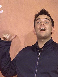 Robbie Williams har god drahjelp av tv-reklame, men klarer ikke å slå Eidsvåg. Foto: REUTERS / Alexandra Winkler.