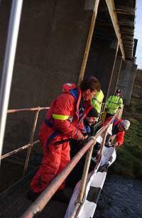 Tre norske aksjonister tok seg tirsdag morgen inn på det britiske Sellafield-anlegget. (Foto: Stop Sellafield)