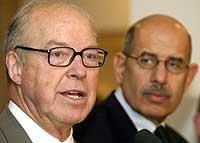 HJELP: Mohamed El Baradei (t.h.) ber om mer etterretningsinformasjon til Hans Blix (t.v.) og FNs våpeninspektører i Irak (Foto: Reuters).