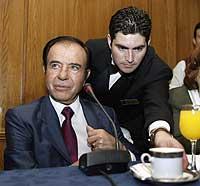 Argentinas tidligere President Carlos Menem er kjent for å være en slu og hensynsløs politiker. (Foto: Reuters/Enrique Marcarian)