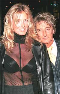 Rod Stewart er godt kjent for sine kvinneerobringer og er for tiden sammen med den engelske modellen Penny Lancaster. Foto: Robert Mora / Getty Images.