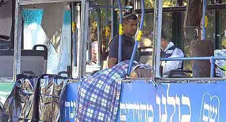Bussen var full av folk på vei til skole og arbeid. Foto: Getty Images