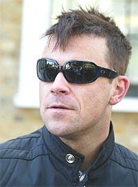 Robbie Williams fikk nylig en meget lukrativ kontrakt med EMI for å lage flere plater. Noen av pengene kan også havne i lomma på norske låtskrivere. Foto: Stuart Atkins / Getty Images.