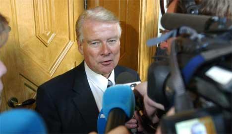 Carl I. Hagen solte seg i medieglansen under forhandlingene. Foto: Knut Fjeldstad/Scanpix