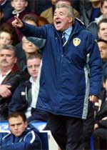 FRUSTRERT: Terry Venables har slitt med Leeds det meste av sesongen (arkivfoto).