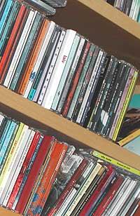 I motsetning til den internasjonale trenden den siste tiden kjøper vi i Norge stadig mer musikk på cd-plater. Foto: Jørn Gjersøe, NRK.