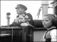 Kong Olav V talar i 1958 på Hermansverk i samband med 100-årsjubiléet til