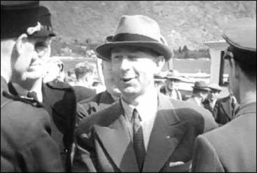 Fylkesmann Vidar Atne på NS-stemne i Sogn i 1942. (Foto: Norsk Film/NRK)