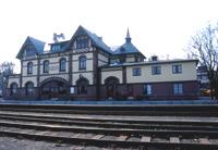Seks private selskaper konkurrerer om å overta driften av Gjøvikbanen de neste ti årene.