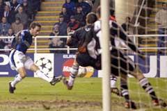 Domenico Morfeo scorer for Inter allerede etter to minutter. (Foto:Ian Hodgson/Scanpix)