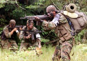 AUC-militsen trener i Colombias jungel. (Arkivfoto: Reuters)