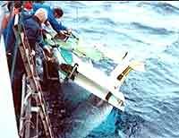 Under hevingen ble vraket av LN-BNK slått inn mot skipssida. Spørsmålet er om det kan ha skapt noen av de uforklarlige merkene.