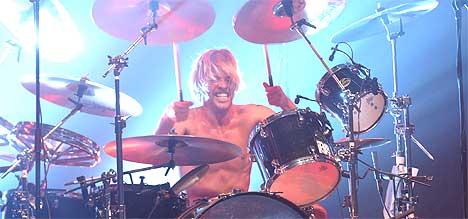 Trommis Taylor Hawkins i Foo Fighters spiller i Los Angeles 22. oktober i år. I går var han og bandet i Oslo Spektrum. Foto: Robert Mora / Getty Images.