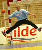 Spanjolene var flinke til å vinne returene etter at Heidi Tjugum Mørk hadde reddet. (Foto: Morten Holm/scanpix)
