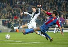 Dani scorer Barcelonas første mål. (Foto:Laurence Griffiths/Getty Images)