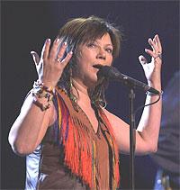 Mari Boine fikk åpne konserten med en musikal bønn til moder jord på samisk. Foto: Erlend Aas / SCANPIX.