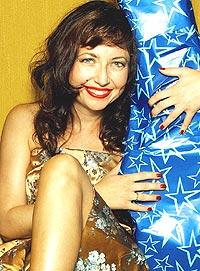 Toini Knudtsen, vokalist i Toini & The Tomcats, lurer kanskje på hva hun får til jul. Hva hun gir sine platekjøpere vet hun allerede. Foto: Nina Ruud.