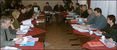Møte i Askvoll kommunestyre i 2002. (Foto: NRK)