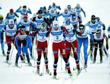 Bente Skari (i midten) i ledelse ut fra start. (Foto: Erik Johansen/Scanpix)