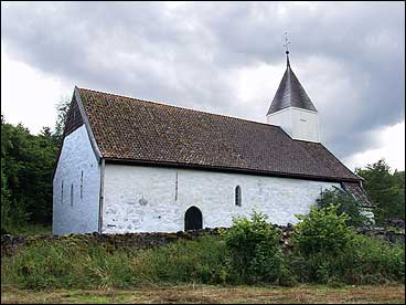 Kvamsøy kyrkje. (Foto © SognaFoto.no)