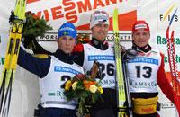 Axel Teichmann, Anders Södergren og Tobias Angerer var en glad trio på seierspallen. (Foto: REUTERS/Heinz-Peter Bader )