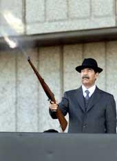 Saddam Hussein og hans Baath-parti har et tradisjonellt fiendtlig forhold til det regjerende søsterpartiet i Syria. (Foto: Reuters)