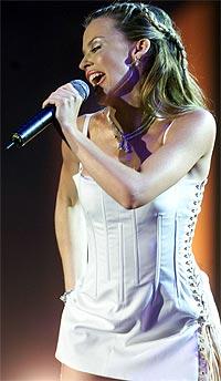 Det har vært et turbulent år for Kylie Minogue. Musikalsk sett har hun hatt stor suksess, men på det private plan har det vært både brudd og gjenforening med kjæresten, James Gooding. Foto: AP / SCANPIX.