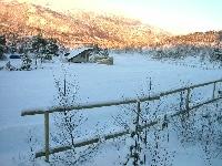 Fin nysnø på skistadion på Skaret, men likevel lages kunstsnø.