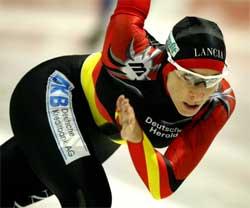 Tyske Anni Friesinger vant 500 m på 39,39. Foto: REUTERS/Paul Vreeker