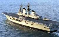 TIL GOLFEN: Det største skipet i Storbritannias marine seiler østover lørdag.
