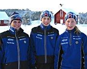 Lederen av Ringkollen Skiklubb, Trine Buttingsrud Mathiesen, og skiløperne Fredrik Skjeggerud og Anette Brøto.